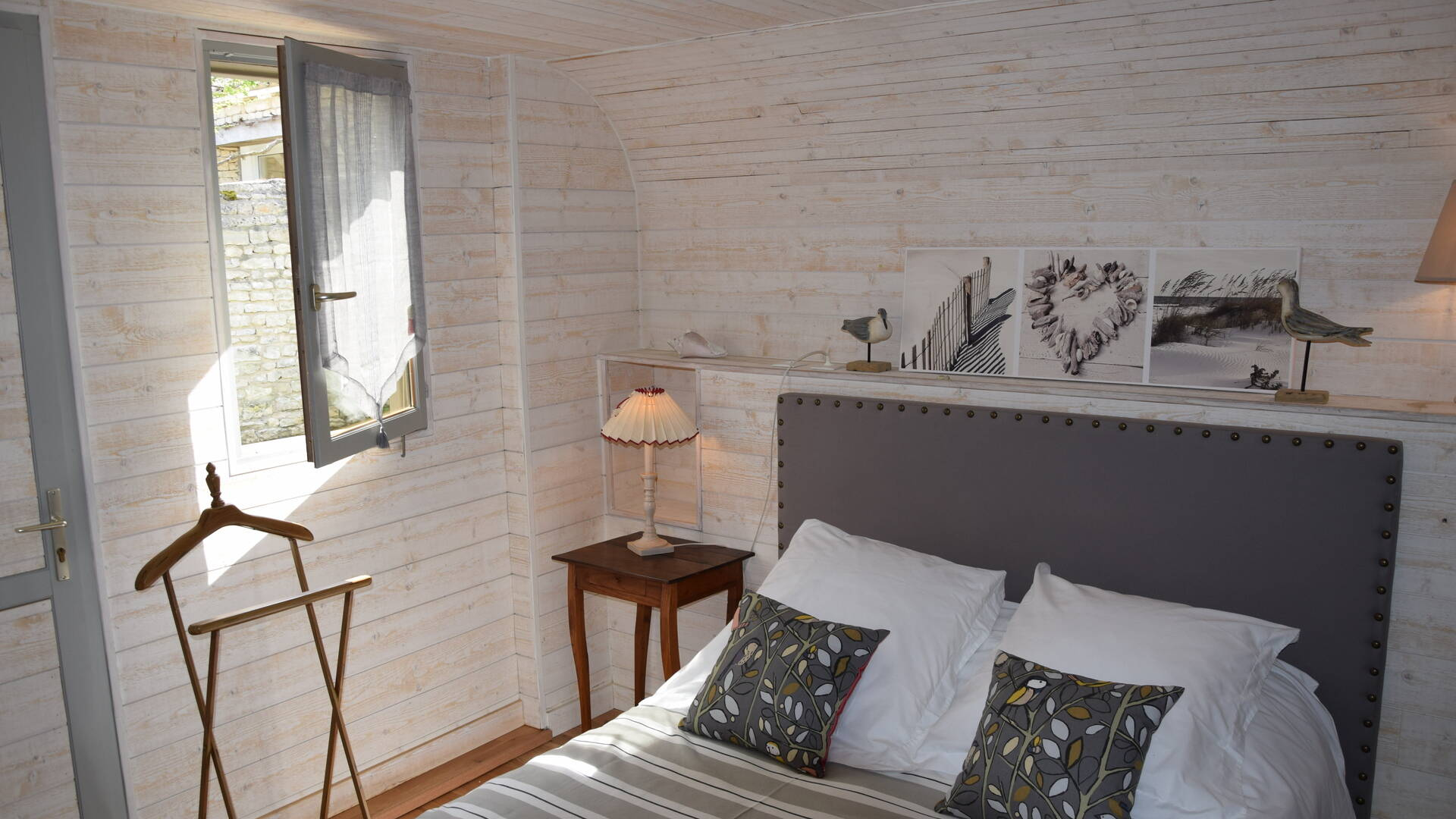 Cosy bedroom with the Île de Ré life-style
