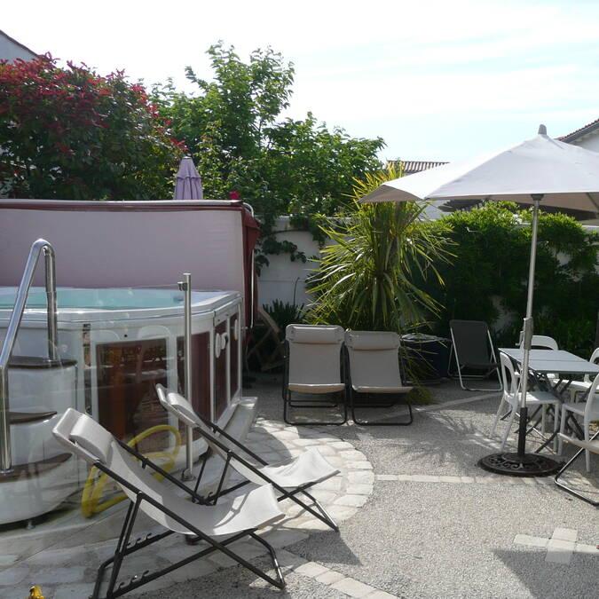 location de vacances 2 à 5 personnes sur l' ile de ré résidence andrea