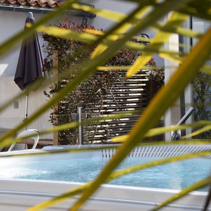 ile de re location de maison de vacances avec piscine de nage jacuzzi
