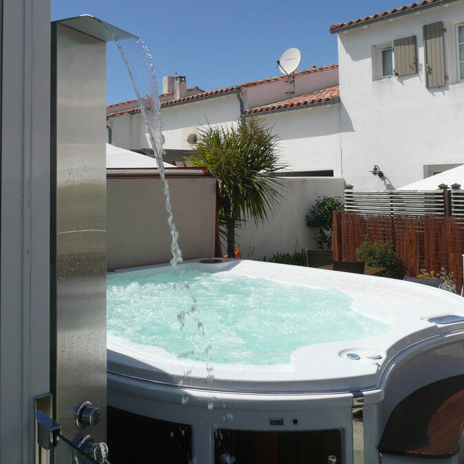 ile de re location meubles de tourisme avec piscine
